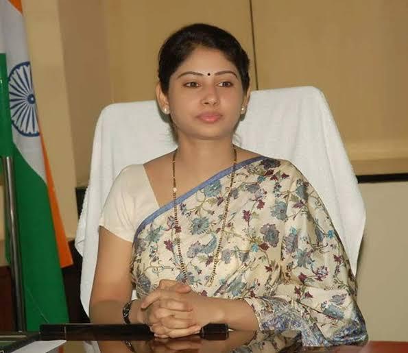 22 साल की उम्र में IAS अफसर बनी फौजी की बेटी.पश्चिम बंगाल के दार्जिलिंग की रहने वाली स्मिता सभरवाल.