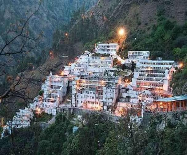 4. वैष्णो देवी मंदिर, जम्मू और कश्मीर