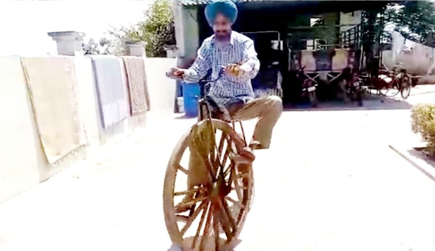 अंग्रेजों के जमाने वाली 100 साल पुरानी लकड़ी की बनी साइकिल, 50 लाख रुपए में मांग चुका है एक व्यक्ति