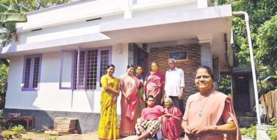 अपने स्कूल के बेघर बच्चों के लिए अब तक 150 से अधिक घर बनवा चुकी है यह 2 शिक्षिकाएं