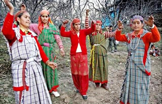 इस गांव में मनाई जाती है बहुत ही अजीब रस्म, 5 दिनों तक महिलाएं रहती है निर्वस्त्र